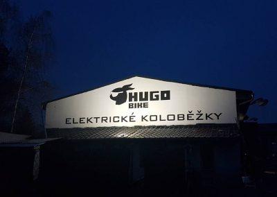 Hugobike reklama na fasádě