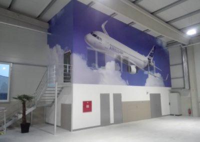 Polep stěny ve výrobní hale
